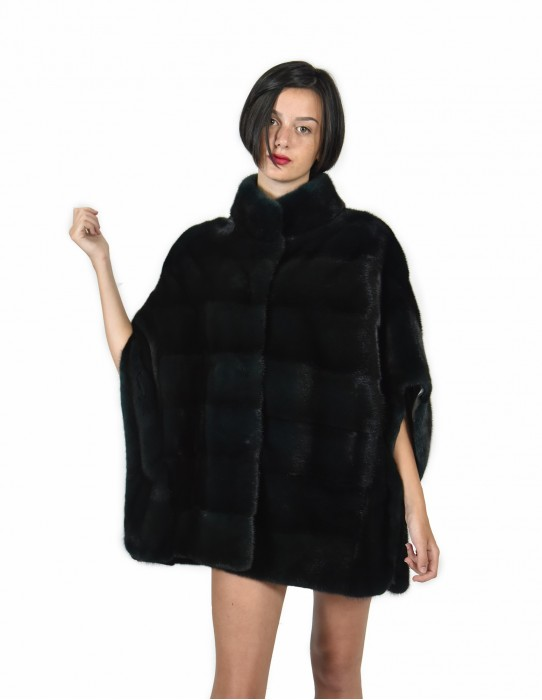 Mantella 46-52 horizontal whole skin mink green forest with silk lining and piping