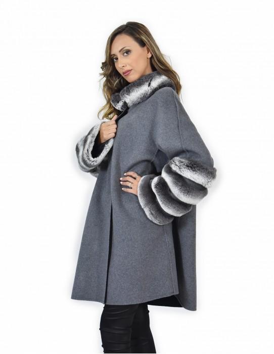 52 Cappotto mantella in cashmere o pelliccia di rex chincilla ai bordi colore grigio